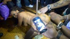 Negra gostosa ficou bêbada e ganhou dinheiro fodendo