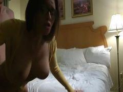 Video de casada peituda traindo marido e sendo gozada dentro