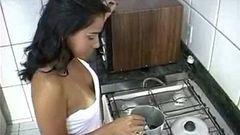 Anal gostoso com a moreninha no café da manhã