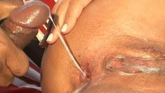 Enchendo a bucetinha gostosa de porra