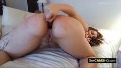 Rabuda provocante masturbando o cuzão
