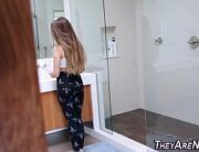 Fodendo namorada novinha em quanto ela se maqueia no banheiro