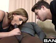 Sextub mostra homem vendo mulher foder com negão