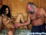 Incesto tio fodendo sobrinha na sauna